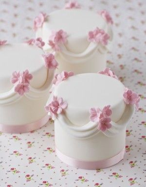 Swag  Flower Mini Cakes