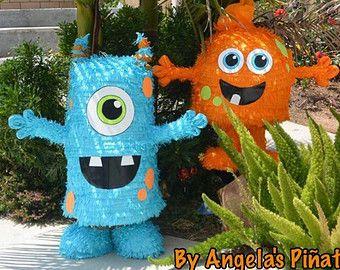 Monstruos de color azul y naranja. Esta genial combinar estos colores porque quedan genial. Azul y Naranja.