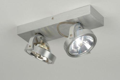 Adecuado para LED Una elegante y apretada precio de venta! La moderna lámpara de techo está completa hecha de aluminio. El gran foco halógeno es inclinable y giratorio. Viene con dos bombillas de halógeno de 35 vatios 12V QR111 Tiene un transformador electronico está incorporado y se puede usar para un regulador de luz con un Tronic transformador de halógeno. E-mail: info@zoxx.es .. Haga clic en este enlace . tienda online : www.zoxx.es