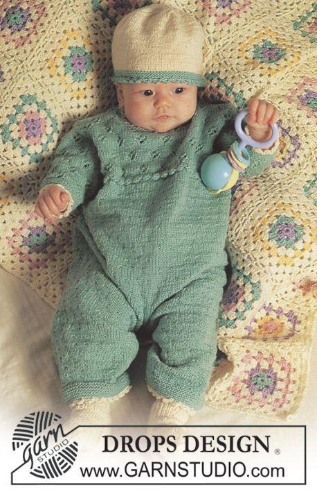 BabyDROPS 4-17 - Sparkedragt eller kjole med hulmønster i Baby Merino - Free pattern by DROPS Design