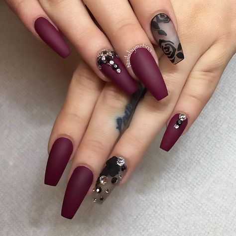 Amazing black and maroon nail art design. You can see that there are floral designs on the matte black polish while the rest of the nails are in deep dark matte maroon which simply screams sophistication.