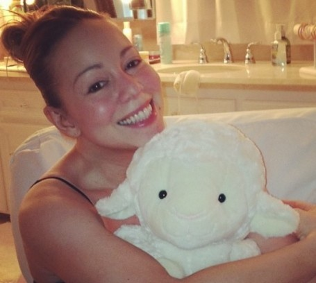 Mariah Carey shares a no makeup photo of herself!  Looking good!!  What is Mariah Carey's net worth?