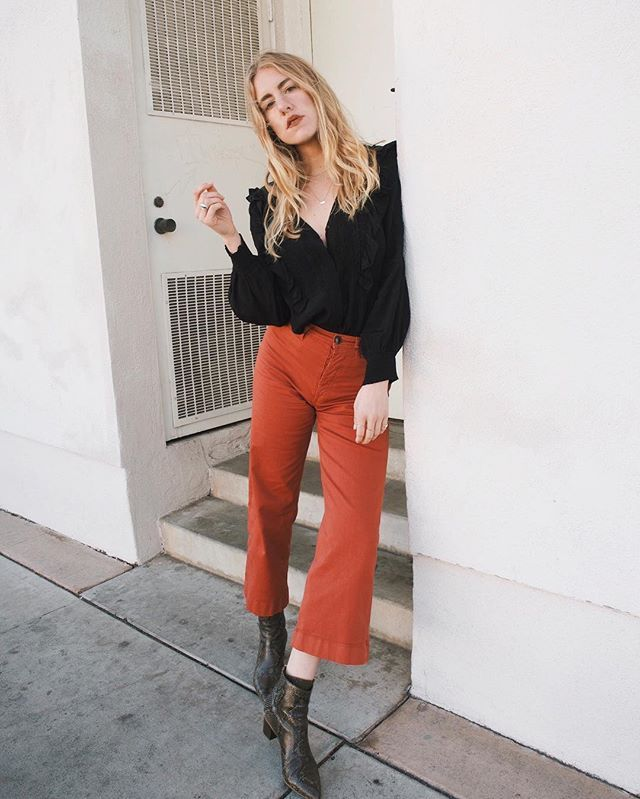 Taylr Anne hangin' in her ATP Atelier boots Bianca #atpatelier #atpatelierweekends #inatpatelier #streetstyle #boots