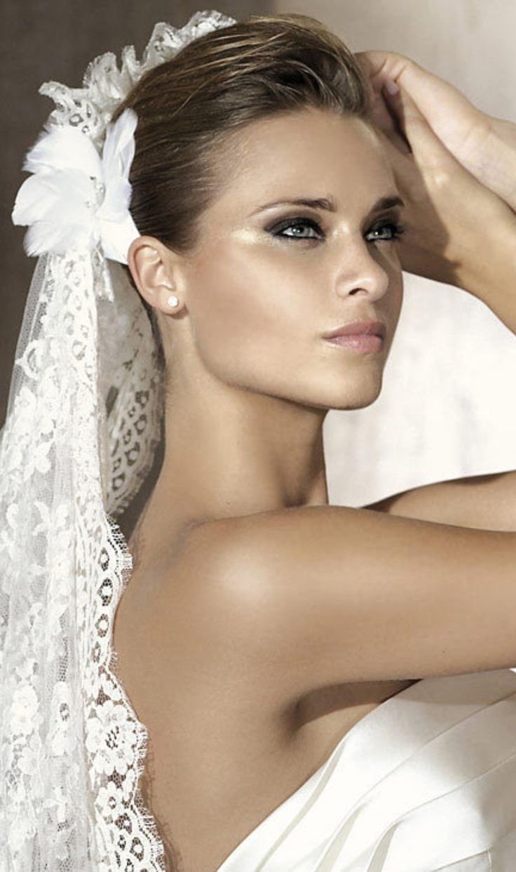 Bridal tiaras and veils - Find This Pin And More On Wedding Veils Tiaras