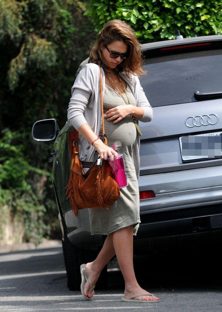 Pregnant Jessica Alba (710×1000)