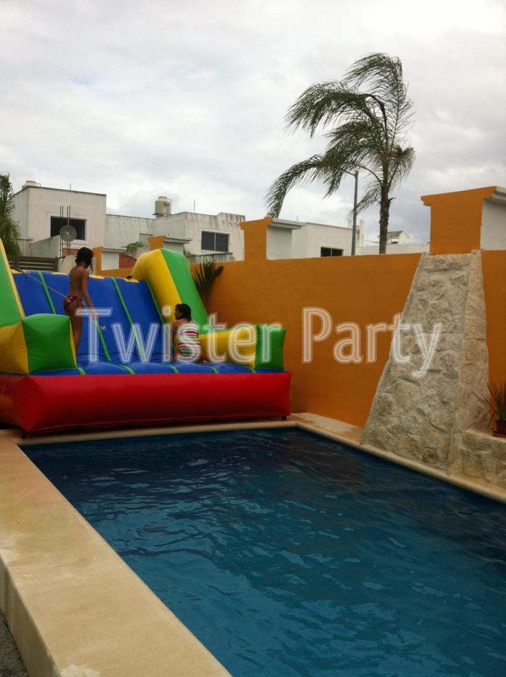 Escaladora también para divertirse cerca de la piscina.