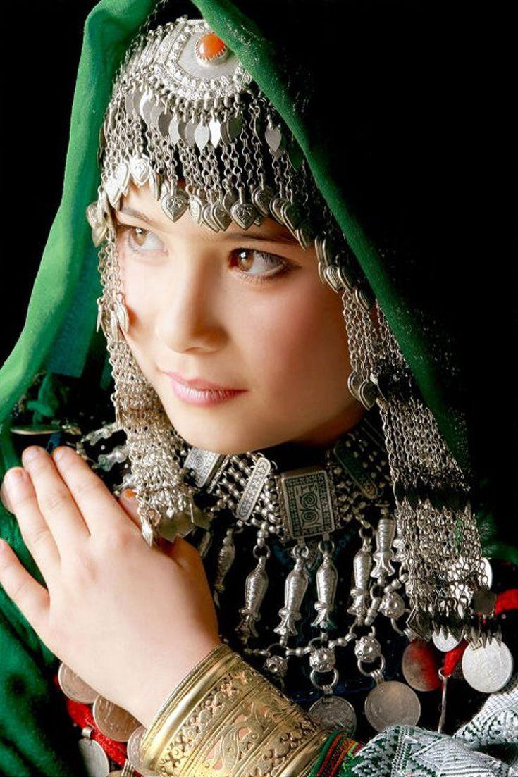 Hazaragi girl wearing traditional jewellery | ©Khalil Sarathoos