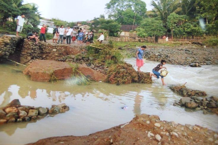 Hujan lebat yang disertai anggin kencang dalam beberapa hari terakhir, mengakibatkan sejumlah wilayah di Kabupaten Sumbawa tergenang