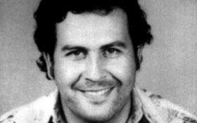 Este artículo es sobre la evolución del narcotráfico en los últimos veinte años. El narcotráfico de cocaína era controlado por Pablo Escobar hasta que murió en 02 de diciembre de 1993. Ya no una figura como Escobar fue capaz de dominar a la cocaína industria y controlar todos los diferentes eslabones de la cadena. Desde entonces se han creado muchas organizaciones más pequeñas. Medellín sigue siendo la capital del comercio de cocaína en Colombia y esta ciudad, situada en un valle en los…