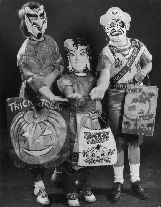 Vintage Kids Halloween - The Daily Beast 1955 - Trick or Treat !