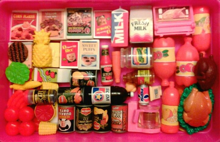 omg i remember some of this barbie food. I had all the fruits and veggies, some of the canned food and some of the pop!