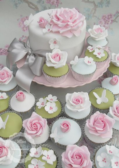 How beautiful would these floral garden cake/cupcakes be for a bridal shower? Almost too pretty to eat!