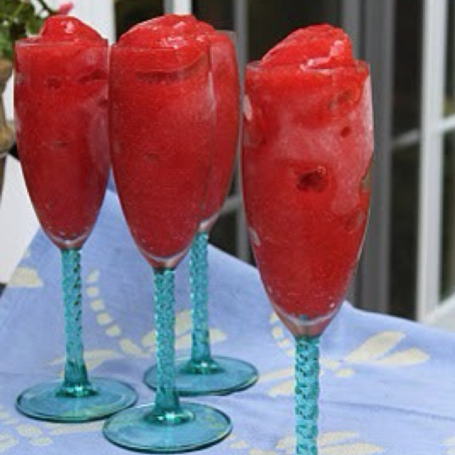 Fresh strawberry & champagne slushies as welcome drinks