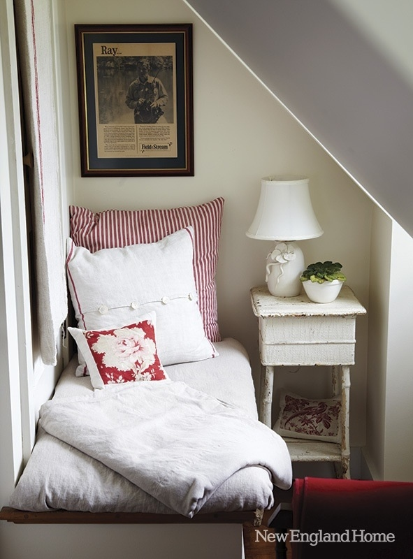 What a nifty idea for a tiny room