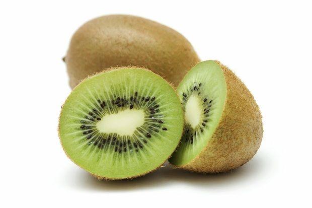 Yağ Yaktıran GıdalarZayıflamaya karar verdikten sonra mutfağınızdan eksik etmemeniz gereken besinler. Yeşil Çay: Yapılan araştırmalar gösteriyor ki düzenli olarak yeşil çay içenler, içmeyenlere göre % 45 daha yavaş kilo alıyor. Yeşil çay deneklerin iştahını kesme konusunda çok başarılı olmasa da yağ yakımını hızlandırırken kilo almayı belirgin bir biçimde yavaşlatıyor. İşte bu yüzden her gün en az 1 fincan yeşil çay tüketilmelidir.