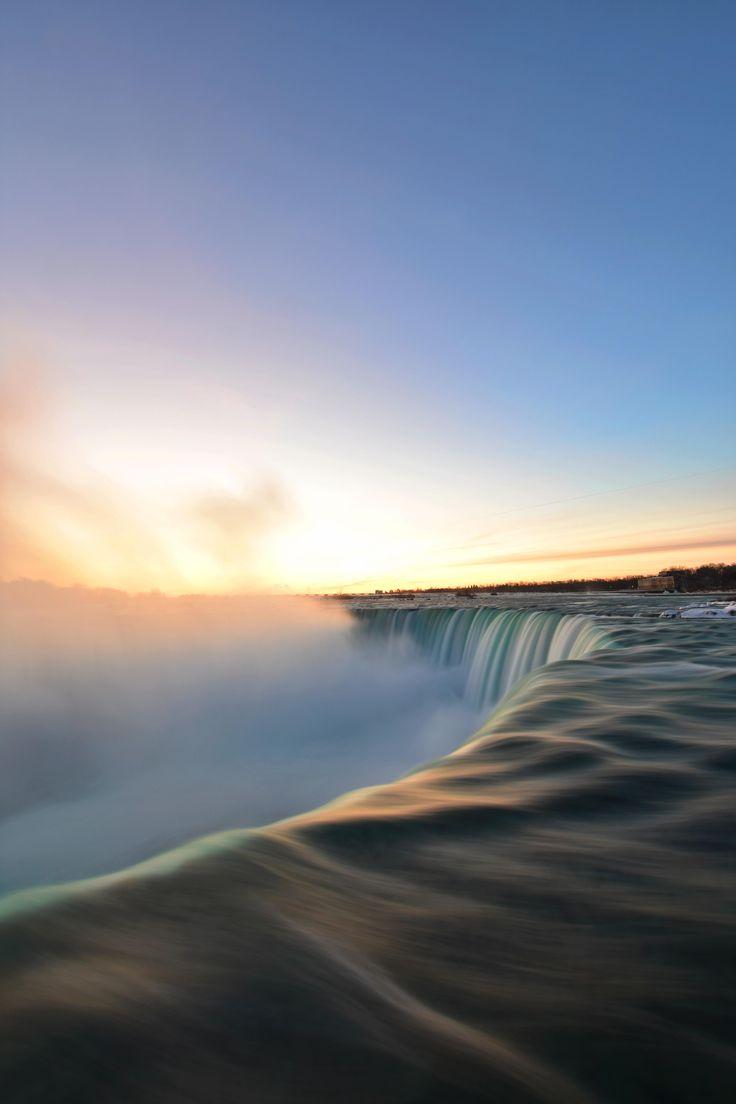 Sunrise at Niagara Falls Ontario [OC] [4000x6000]