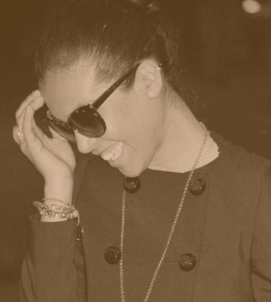 Time to interview: Nayra Layse  Gli occhi scuri come chicchi di caffè la dicono lunga sulla sua determinazione. Sinuosa, sofisticata, ci propone un mood elegantemente colto. Così Nayra Laise, stilista, blogger e protagonista dei salotti romani ci parla di stile, di eleganza senza senza tempo, dispensandoci anche qualche consiglio. E delle sua speranza per il futuro.