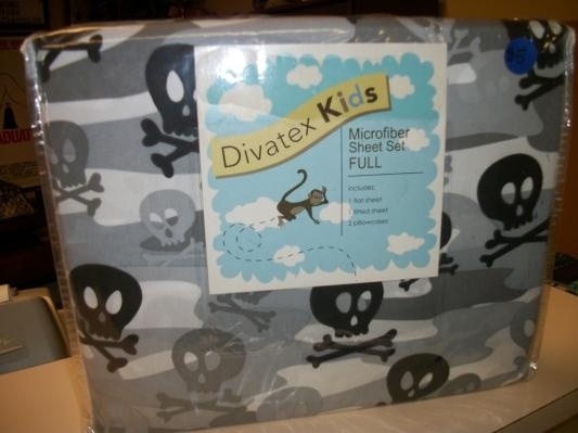 divatex kids full size microfiber sheet set skulls and crossbones - Kid Sheets