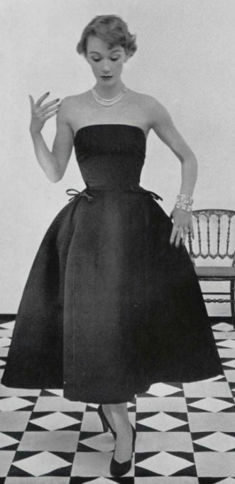 1952  Vintage Dior is so beautiful.  Simple and breath taking.                                                                                                                                                      More