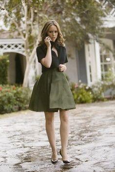 Jennifer Love Hewitt, black pumps, black top, green skirt ☑️
