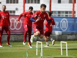 Am Tag nach dem Ausscheiden gegen Atlético Madrid war beim FC Bayern Katerstimmung. Während die Ersatzleute des Halbfinals trainierten, wurden sie beobachtet. Pep Guardiola hatte ein sehr intensives Gespräch mit Rafinha.