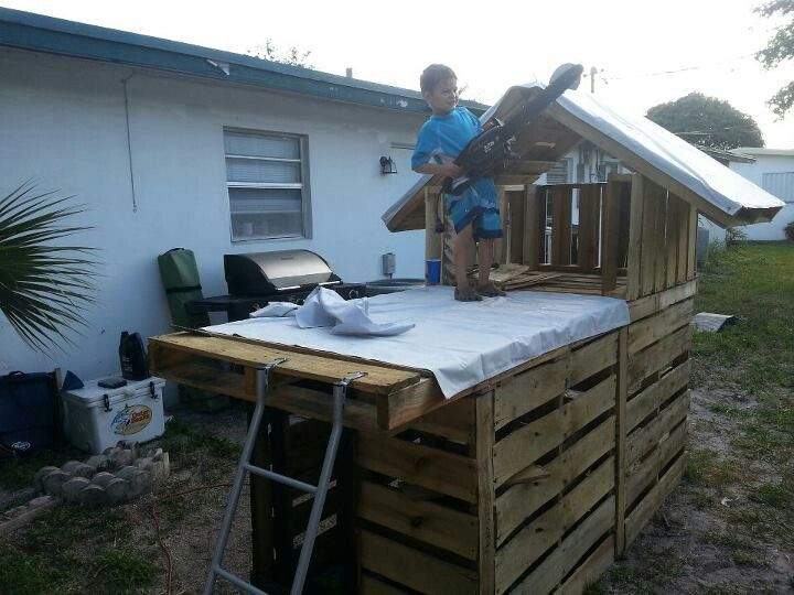 pallet fort what an easy idea pallet playhouse fort