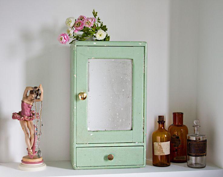 Les 25 meilleures id es concernant tag res de petite salle de bains sur pinterest tag res de for Quelle couleur mettre dans une salle de bain