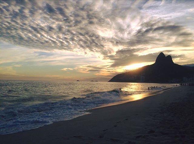 """Some girls are just born with the beach in their souls"" 🌊🐚⛅️🇧🇷 . . . . . #RiodeJaneiro #Brazil #Ipanema #DoisIrmaos #beach #ocean #sunset #sky #Brasil #naturelovers #Brésil #voyage #travel #tudobem #expatlife #semesterabroad #carioca #brazilianlife #wanderlust #pligloo #iggang_ #globetrotter #travelgram #travelgirls #travelbug #traveldiary #traveltheworld #worldtraveler #happiness #thetrueliving by mathildenaomi. voyage #riodejaneiro #brasil #travelbug #happiness #doisirmaos…"