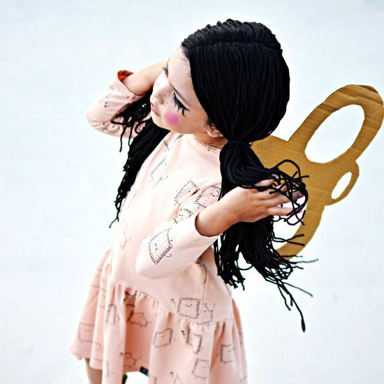 Make an easy yarn wig, some make up and a cardboard key for a last minute wind-up doll costume!