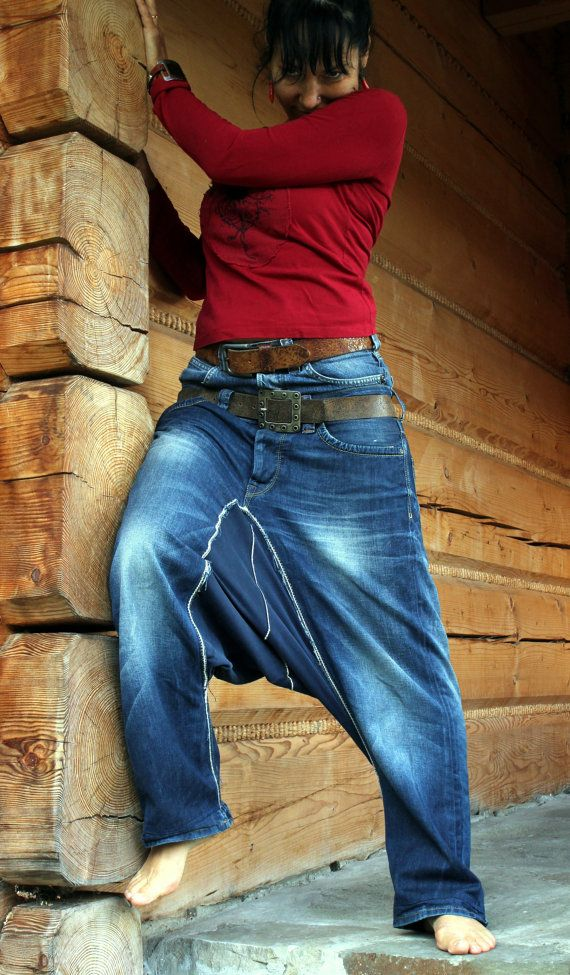 Harén pantalones de jeans de yoga. Hecho de jeans reciclados ropa, rehecho, reutilizados y hasta un ciclo. Hip-hop, estilo boho gitana. Único desugn.