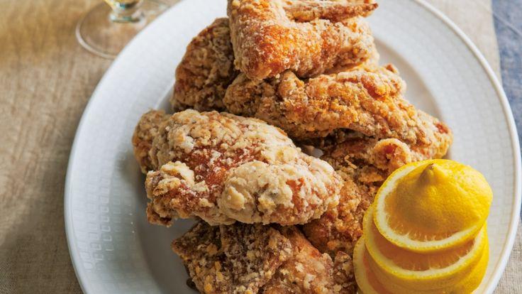 栗原 はるみ さんの鶏骨付き肉を使った「スパイシーフライドチキン」。スパイス入りの下味と二度揚げがおいしさの秘けつ。いつもより大きくてジューシーなフライドチキンはおもてなしにぴったり! NHK「きょうの料理」で放送された料理レシピや献立が満載。