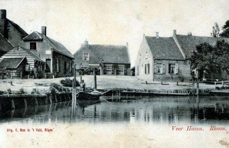 Haven van Rhoon. Het huis in het midden is de uitspanning Billard Roijal. (datering: 1900, PBK 2003-250