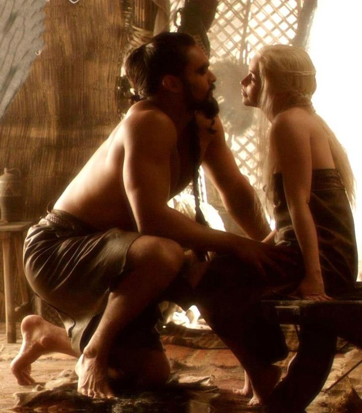 Khal Drogo (Jason Momoa) and Daenerys Targaryen (Emilia Clarke)