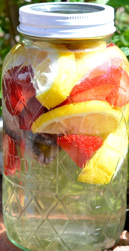 Strawberry Lemonade Sun Tea Recipe