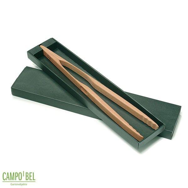 Gut zu greifen. Die handgefertigte Grillzange wird aus Buchenholz hergestellt.