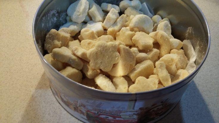 Velmi jednoduché a velmi chutné křehké sušenky jako stvořené na Vánoce. Autor: cleopatra