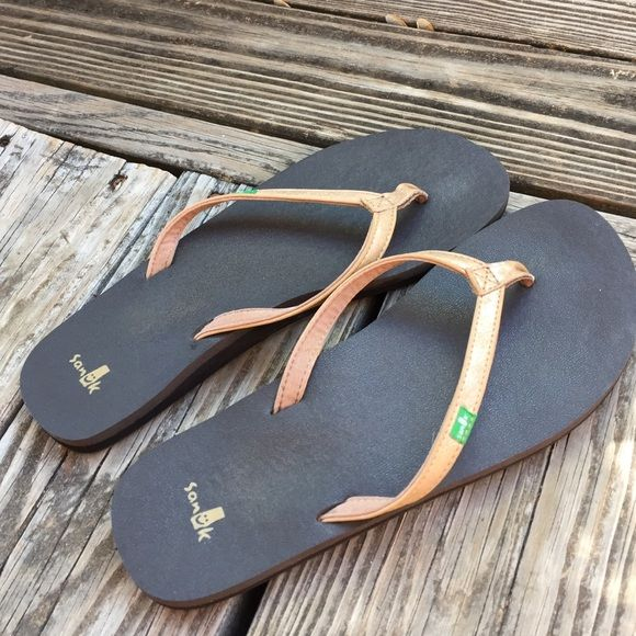 Like new brown and gold sanuk flip flops Worn a few times have an arch more than my others Sanuk Shoes Sandals