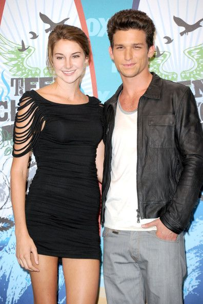 ... daren kagasoff presenters shailene woodley and daren kagasoff pose