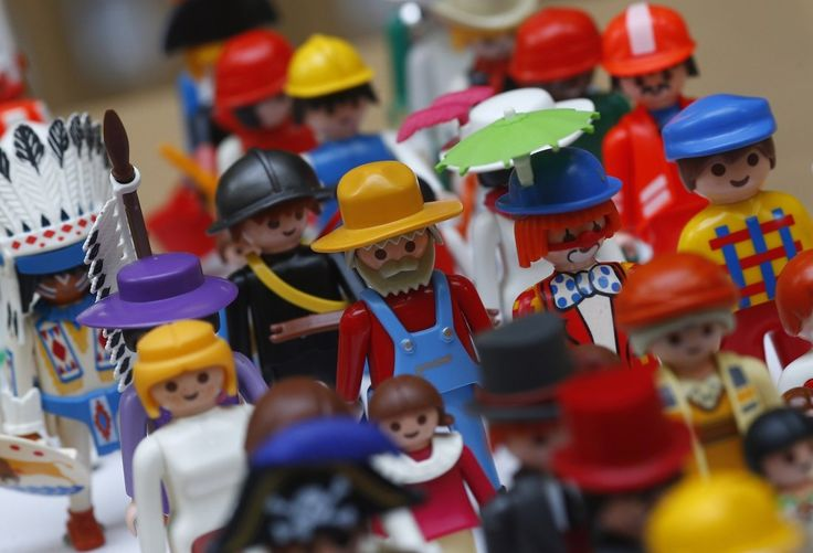 Loa, x, 'Vader' van Playmobil is overleden, in de standaard.be, (http://www.standaard.be/cnt/dmf20150608_01719712), (8 juni 2015).