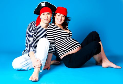 6 Great Halloween Costumes for Pregnant Women: A couples #Halloween costume can also be fine in pregnancy.