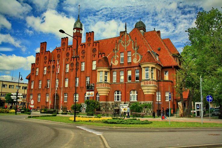 Ratusz w Tczewie – funkcje ratusza spełnia okazały gmach wybudowany w stylu neogotyckim z początku XX wieku. Jest to siedziba Urzędu Miejskiego i tczewskiego samorządu – Rady Miejskiej i Zarządu Miasta.