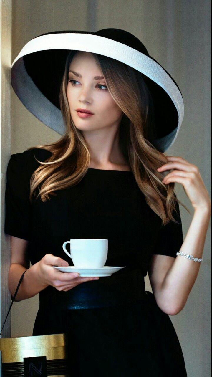 — Café      .