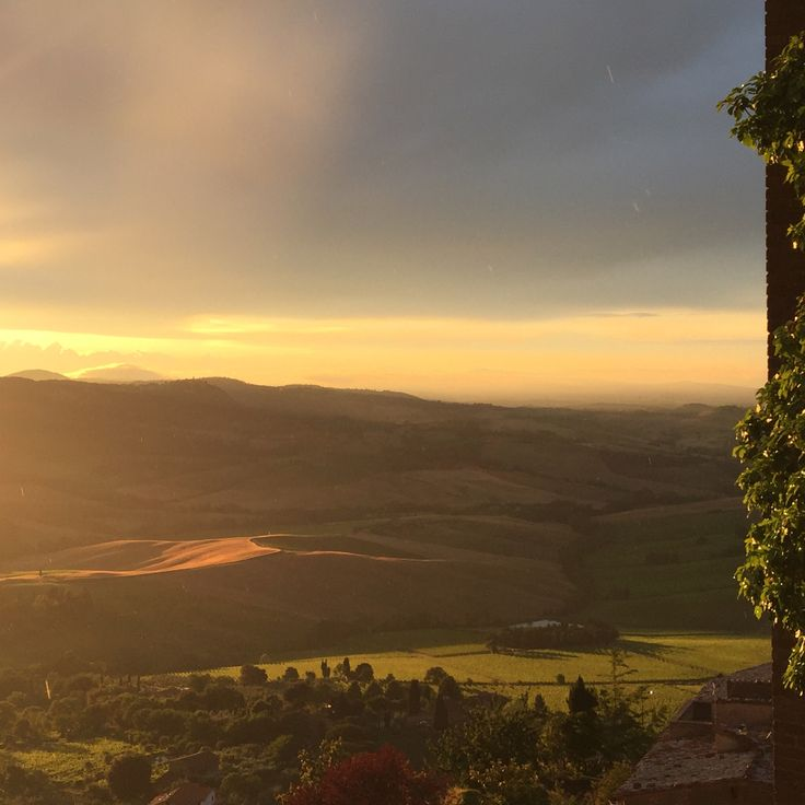 View from #LocandaSanFrancesco, #boutiquehotel in #Montepulciano, #Tuscany