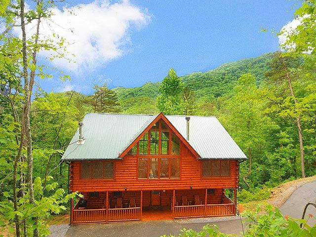 Southern Elegance   This 4 Bedroom Log Home Is The Most Peaceful, Serene  Cabin You