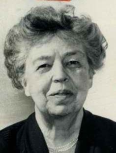 role model review essay eleanor roosevelt This paper analyzes eleanor roosevelt, a personal and public life by j william t youngs, a biography of the infamous first lady it examines how the book describes roosevelt as one of the most powerful and admired women in american history.