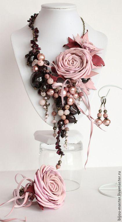 Купить ПЫЛЬНАЯ РОЗА - комплект - бледно-розовый, пыльная роза, гранат, колье с гранатом