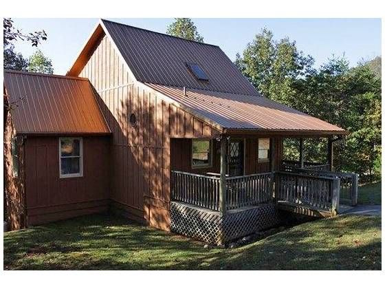 Excellent Quality Vacation Cabin located on the Chattahoochee River. Fully Furnished and ready to enjoy or Rent out. Stone fireplace and stone steps to river with private deck on the river side. Tongue and groove interior covered porch and open deck. Fireplace...Hot tub...Riverfront...Trout fishing...Fun
