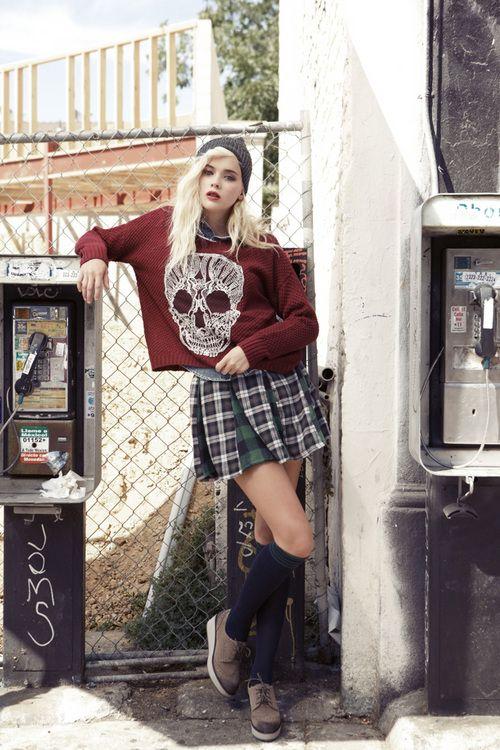 grunge fashion | Tumblr  Love the sweatshirt