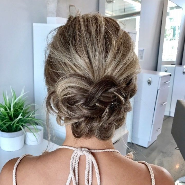 Updo hairstyle @heatherchapmanhair Updo Hairstyles to try this summer – 14 different hair buns.