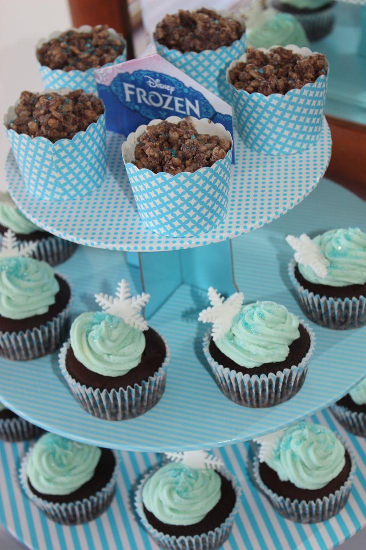 Frozen snowflake cupcakes